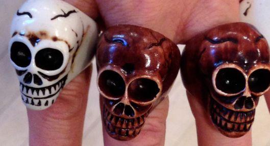 3 happy skulls