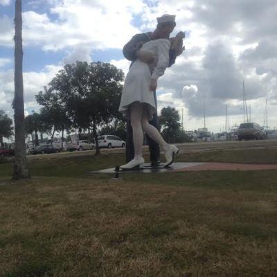 Bob statue