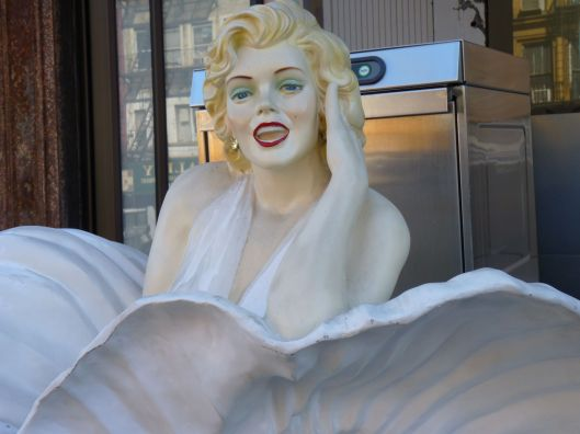 "Marilyn says, ""Have a great weekend!"""